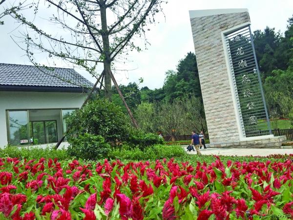 百花湖森林公园开园3天 游客万人