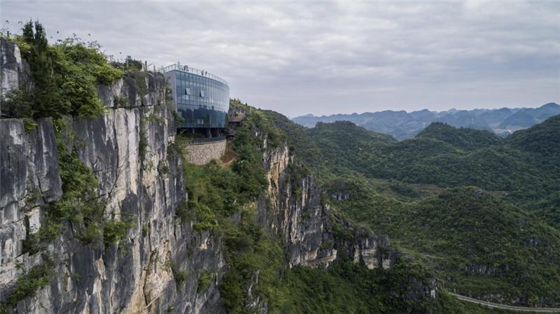 """【黔西南】安龙""""溶岩美术馆"""",百米绝壁上的建筑奇观"""